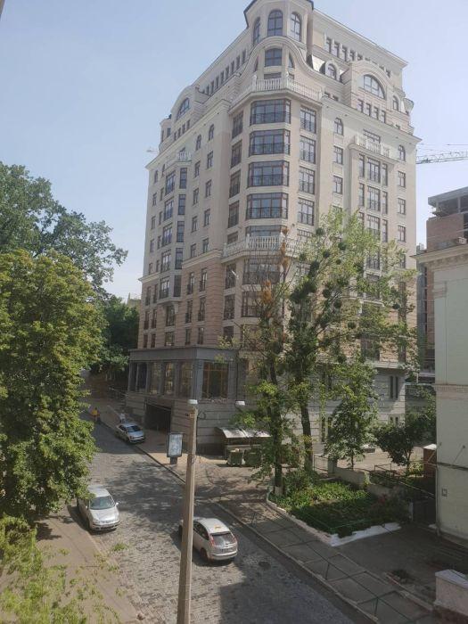 Сдам долгосрочно 2 к, г. Киев                               в р-не Центр возле м. <strong>Крещатик</strong>                                  фото